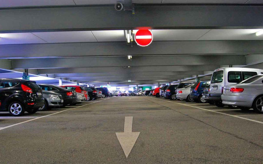 Nos vamos de viaje en avión ¿En qué parking dejamos el coche?